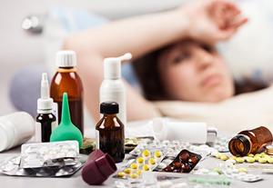 у девушки болит голова после прививки