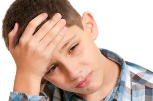 мальчику болит голова