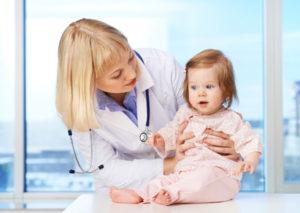 осмотр ребёнка педиатром