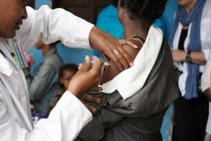 делают прививку в южных странах