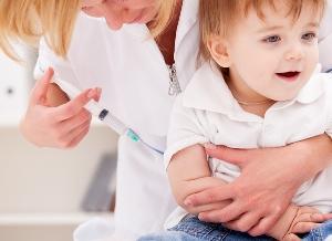 мальчику делают прививку от ветряной оспы