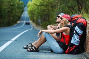 люди путешествуют