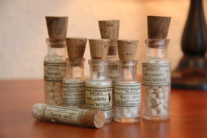 баночки с гомеопатическими таблетками