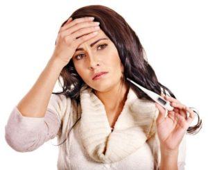 у женщины болит голова и высокая температура
