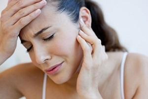 у женщины недомогание, слабость, головная боль